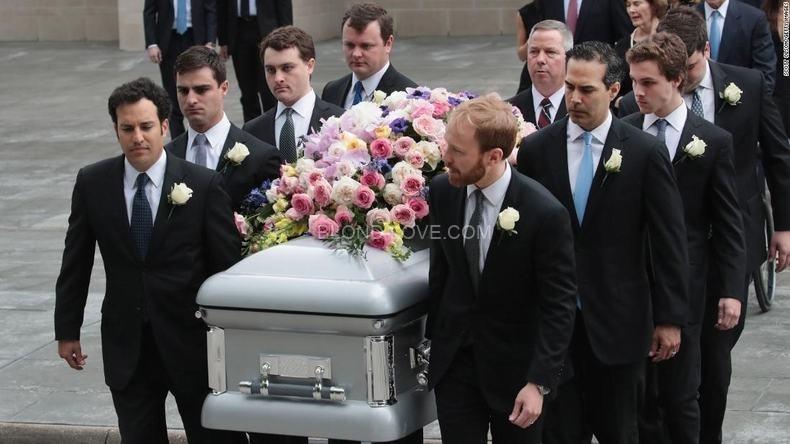 イギリスには法事や葬儀の服装のルールがあります
